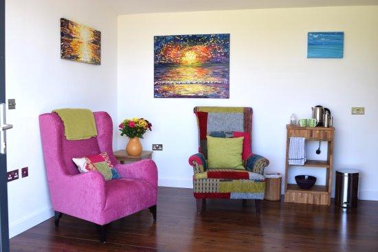 Braunton, UK: 2 comfy chairs in Lodge 2.
