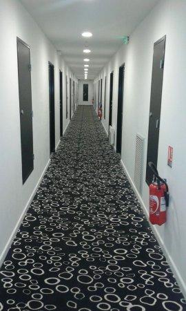 Comfort Hotel Centre Del Mon: Pasillos tipo 'Resplandor'