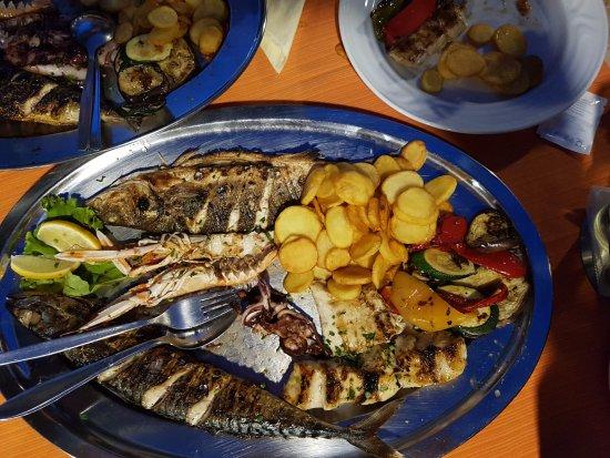 Postira, Croatia: Fischplatte