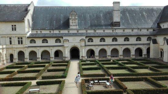 Fontevraud-l'Abbaye, Fransa: IMG_20160918_144242_large.jpg