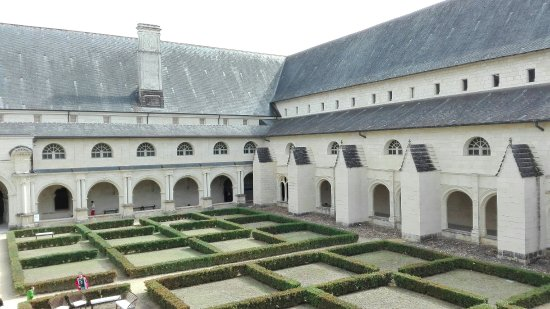 Fontevraud-l'Abbaye, Fransa: IMG_20160918_144239_large.jpg