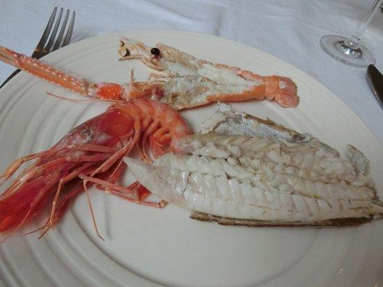 Atrani, Italia: 地元魚介のグリル