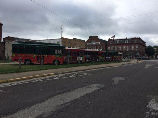 Hermann, MO: Trolley Parking area