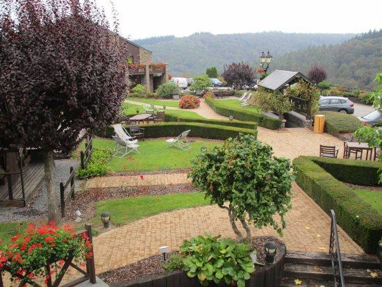 Le jardin vu de la terrasse de la chambre photo de for Auberge le jardin de la source