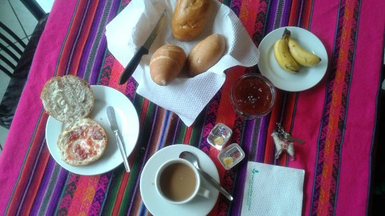 Hostal Victor - Lima Airport Hostel: Breakfast is very basic but all I needed in the morning