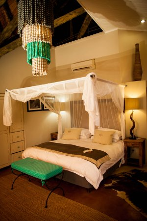 Amakhosi Safari Lodge: River suite