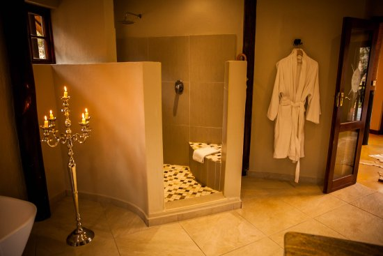 Pongola, Sudáfrica: honeymoon suite bathroom