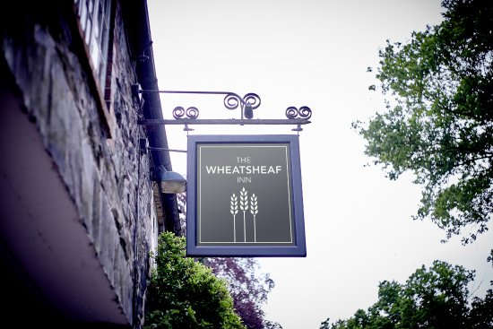 Woodhouse Eaves, UK: Pub sign from the outside