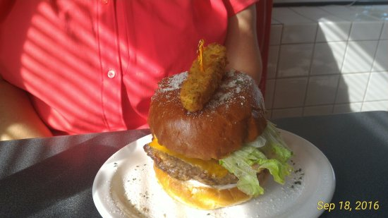 Dunnville, Canada: The Family Burger - Yum.