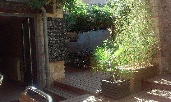 """Fontenay-le-Comte, France : Terrasse """"Le Pinky"""""""