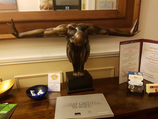 Karden House Hotel: Entrance sculpture and guest book