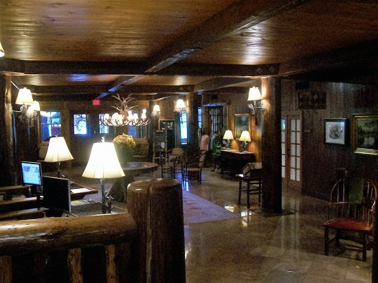 The Whiteface Lodge: Hotel Lobby
