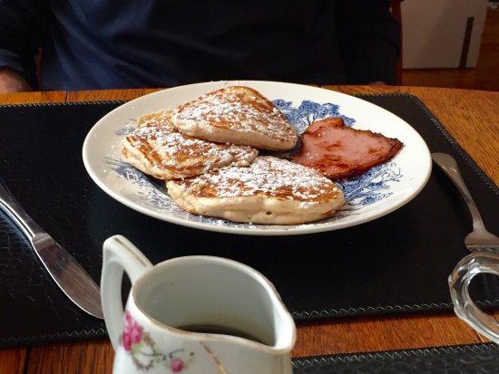 Sussex, Canada: Blueberry and strawberry pancakes - yummy!