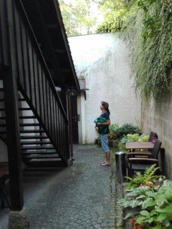Hotel Zum Goldenen Anker: Innenhof und Küche