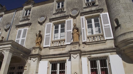 Fontenay-le-Comte, France : Facade du château de Terre Neuve