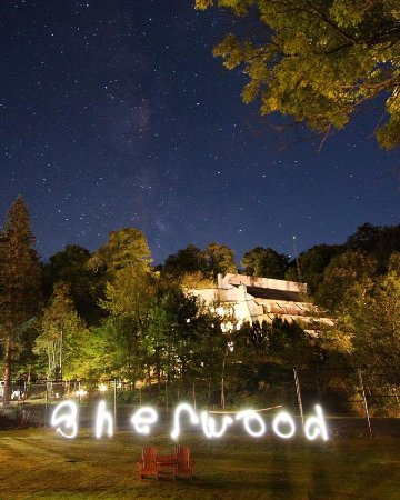 Sherwood Inn: Starry Night