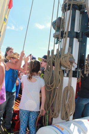 เซนต์แอนดรู, แคนาดา: kids raising the sails