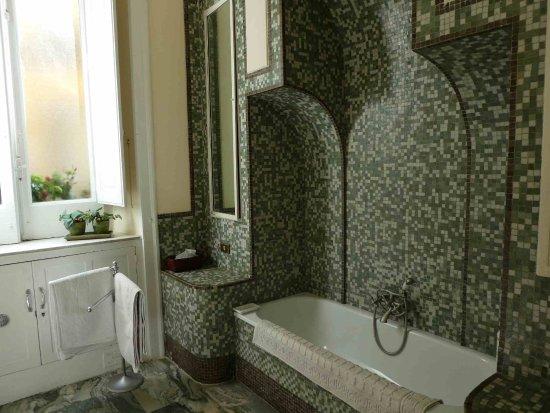 Toilette Da Bagno : Il bagno è depoca non è una toilette ma una stanza da bagno di