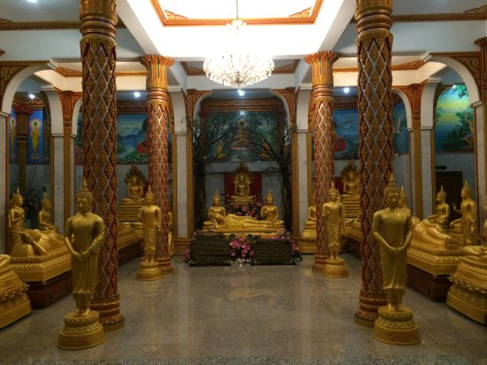 Ciudad de Phuket, Tailandia: inside the temple