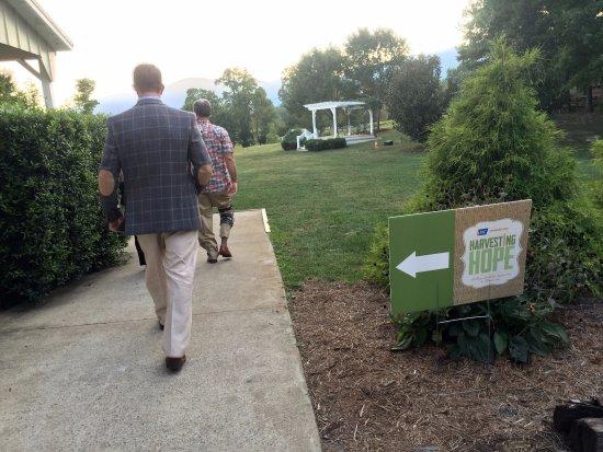Afton, VA: Walking to venue