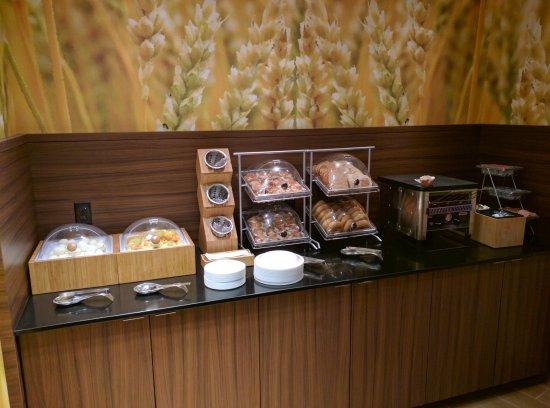 Πλίμουθ, Νιού Χάμσαϊρ: Fruits, eggs, pastry, danish...Yum