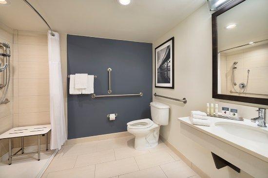 DoubleTree Resort by Hilton Myrtle Beach Oceanfront: ADA Shower
