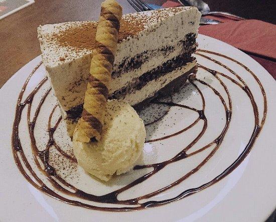 Ammanford, UK: Tiramisu cheesecake.