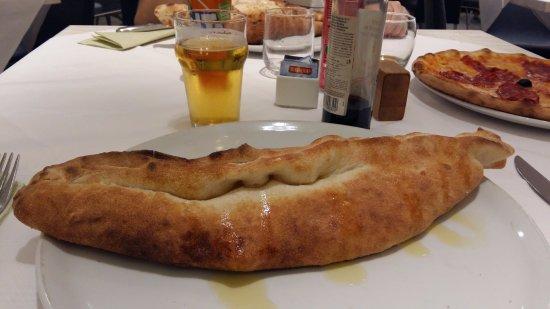 Orio Al Serio, إيطاليا: calzone , buono ed abbbondante 