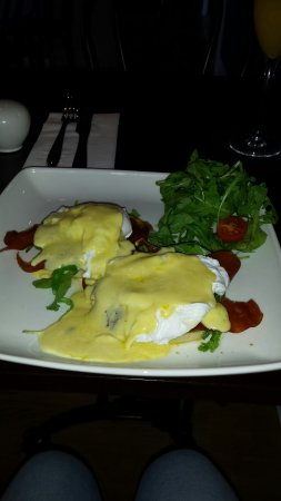 Cromford, UK: Beautiful eggs benedict for breakfast