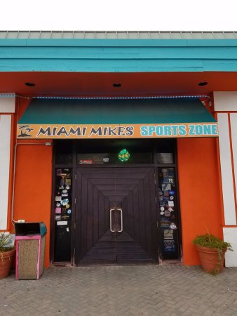 East Hanover, NJ: Front entrance to Miami Mike's.