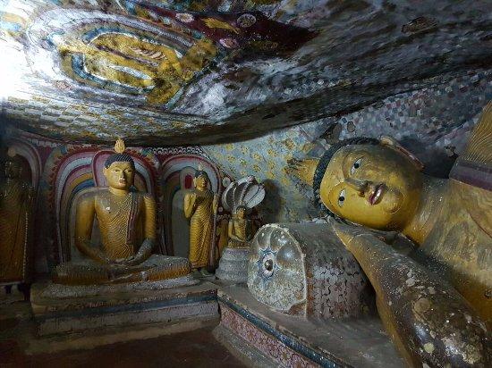 Dambulla, Sri Lanka: Reclining Bhudda