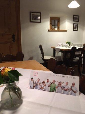 แฟรสดอร์ฟ, เยอรมนี: Hinweis im Restaurant auf die 8 Teilnehmer des 2016 Festival