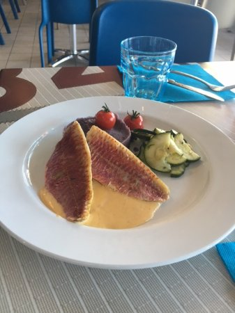 Prefailles, Francja: poisson flotille menu du jour