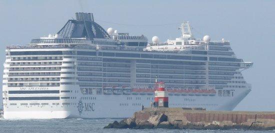 Velsen, Países Bajos: Cruise MSC. Noord Pier Wijk aan Zee.
