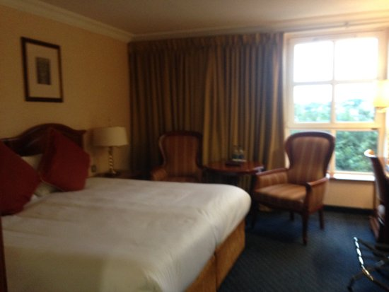 Killarney Plaza Hotel and Spa: My beautiful room at the Killarney Plaza...I did not want to leave Killarney!