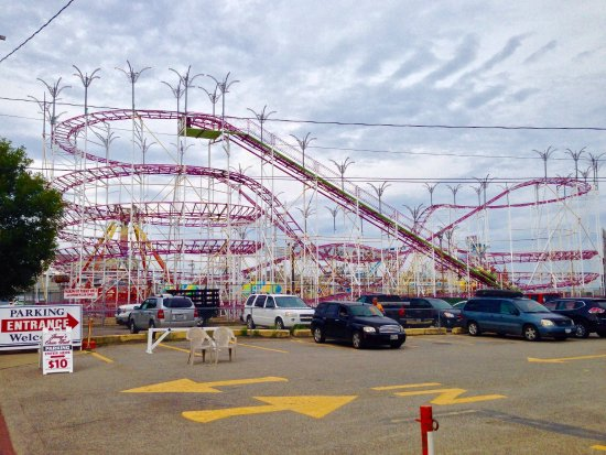 Old Orchard Beach: Carnival rides in the beachfront amusement park