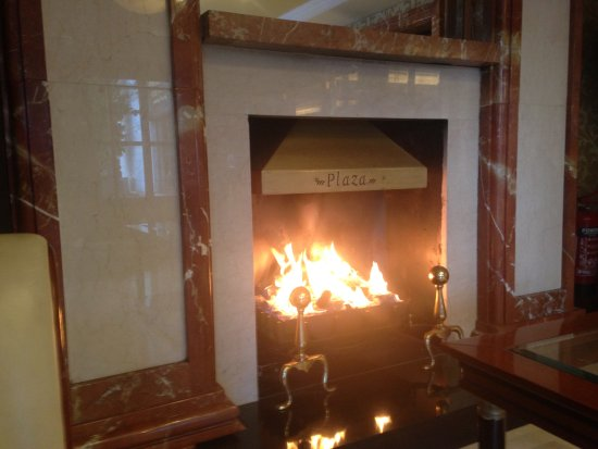 Killarney Plaza Hotel and Spa: A welcoming hearth at the Killarney Plaza Hotel.