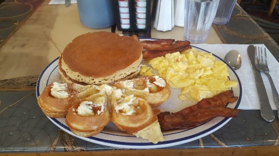 Pocahontas Pancake & Waffle  House: Breakfast at Pocahontas..