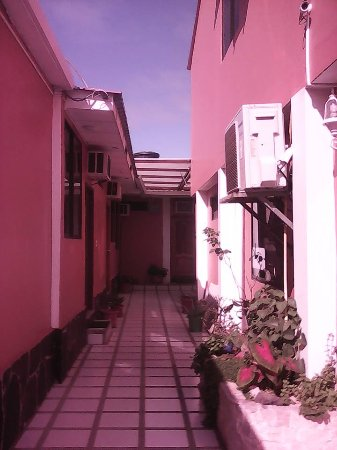 Hostal La Posada de José Carlos: ingreso a habitaciones en planta baja