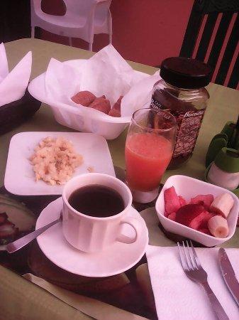 Hostal La Posada de José Carlos: desayuno en patio interior cubierto