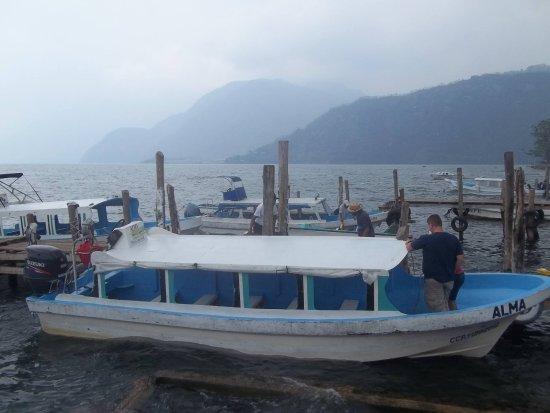 Lake Atitlan, Guatemala: Los botes preparandose para los paseos