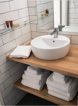 Moscow, ID : Newly tiled bathrooms with walk-in showers