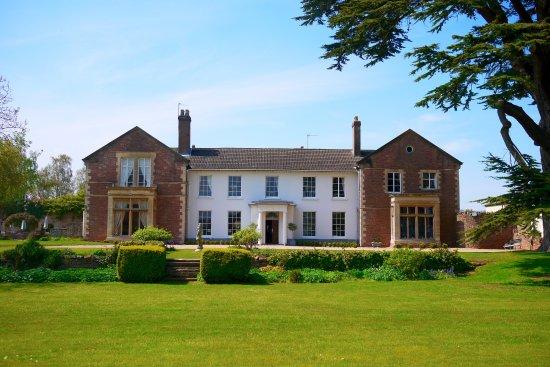 Glewstone Court