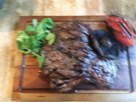 Martley, UK: Bit blurry but the steak main course