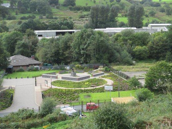 Кайрфилли, UK: Widok z góry na ogród pamięci