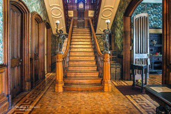 Park-McCullough House: Main Staircase