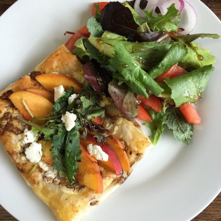 Grafton, VT: Peach and goats cheese tart for lunch