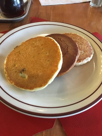 Sugar Hill, NH: Pancake sampler... Plain with blueberries, gingerbread with chocolate chip, oatmeal and buttermi
