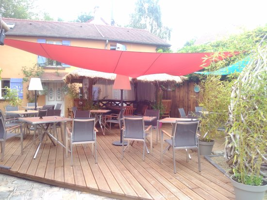 Palaiseau, Prancis: terrasse du restaurant