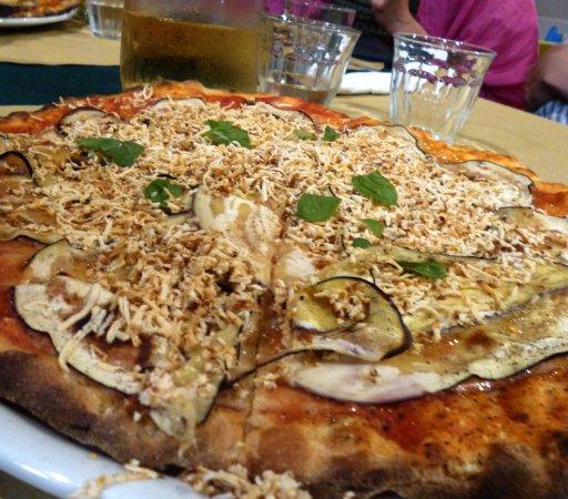Ciccino's Pizzeria : pizza alla norma